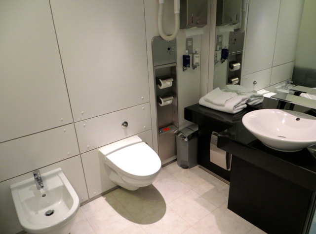 British Airways Concorde Room and Cabana Review - Cabana Bathroom