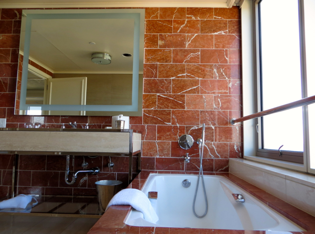 Mandarin Oriental San Francisco Hotel Review - Mandarin Bay Bridge Room Bathroom