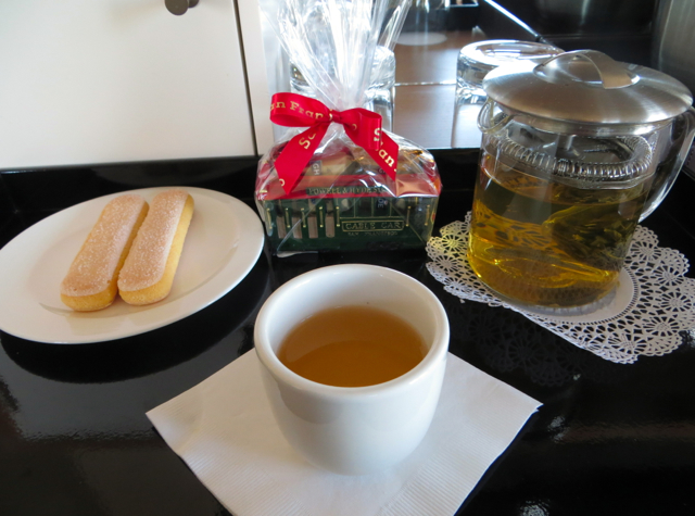 Mandarin Oriental San Francisco Hotel Review - Welcome Tea and Cookies