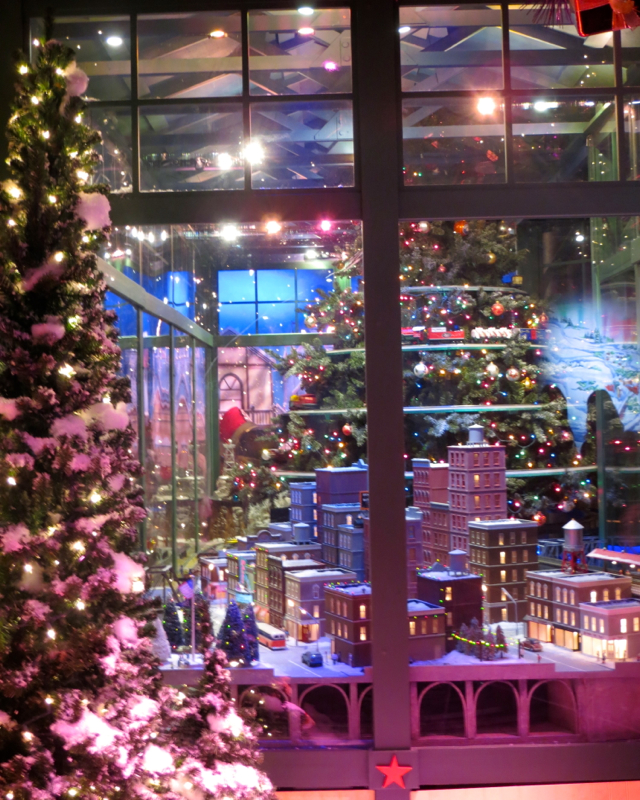 Macy's Santaland NYC 2013 with Express Pass - Christmas Tree with Trains