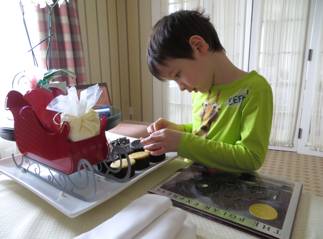 Four Seasons State Suite Review - Polar Express Cupcake Decorating