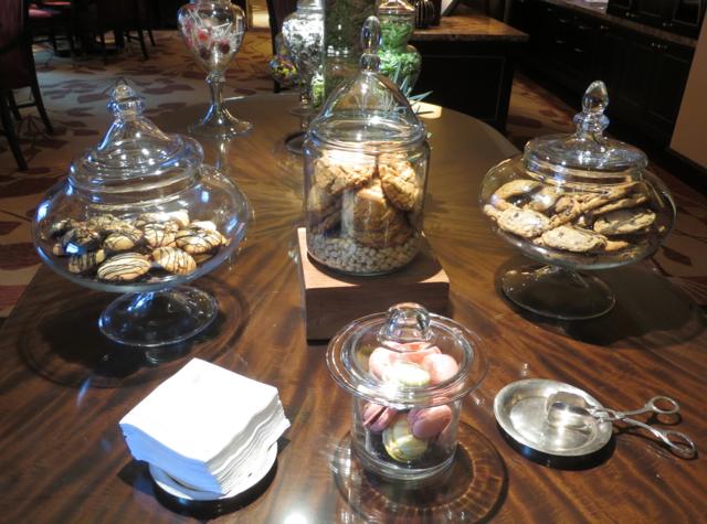 Club Lounge, Ritz-Carlton Denver - Cookies