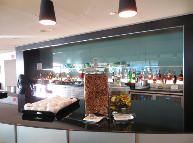 British Airways Galleries Lounge JFK Terminal 7 Review-Bar