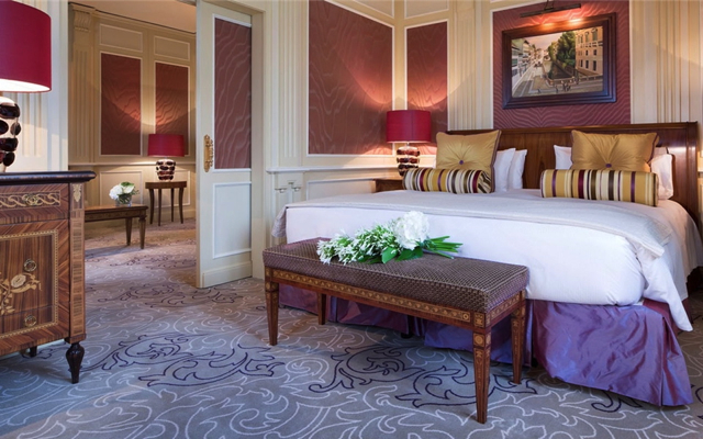 Dorchester Collection Diamond Club: Hotel Principe di Savoia Milan-Ambassador Junior Suite