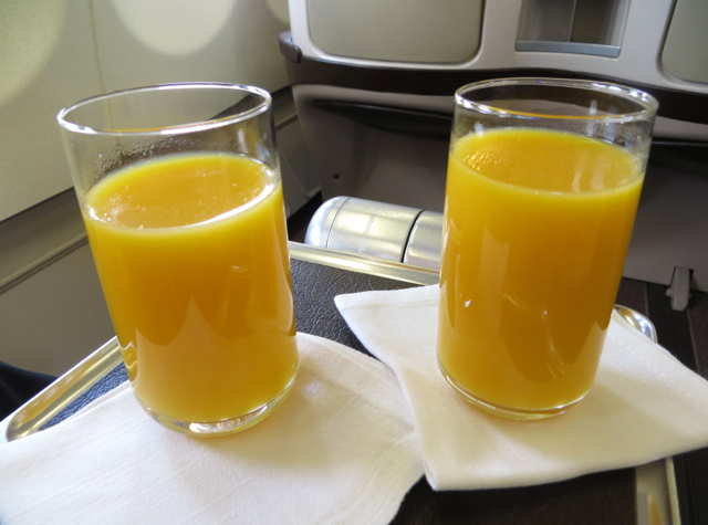 Iberia Business Class A340-600 Review - Pre-Flight Drinks