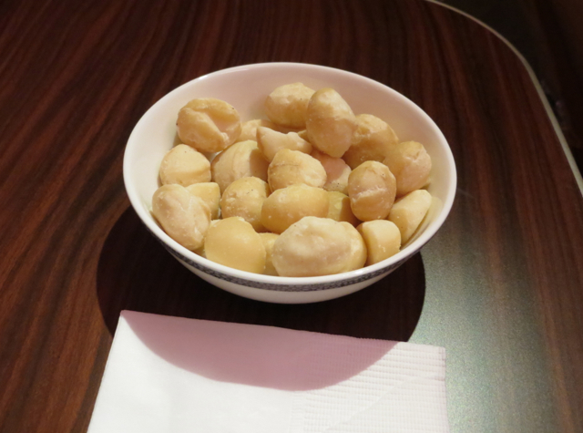 Singapore Suites A380 Review - Warm Macadamia Nuts
