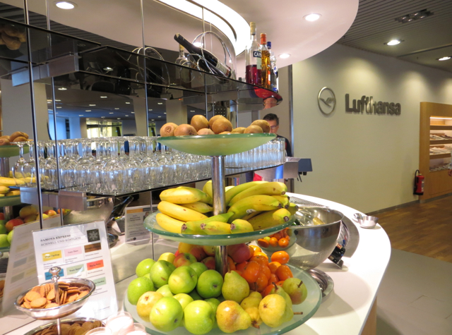 Review: Lufthansa Senator Lounge Frankfurt - Buffet Fresh Fruit