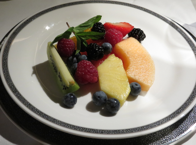 Singapore Suites A380 Review Frankfurt to Singapore - Fresh Fruit Plate