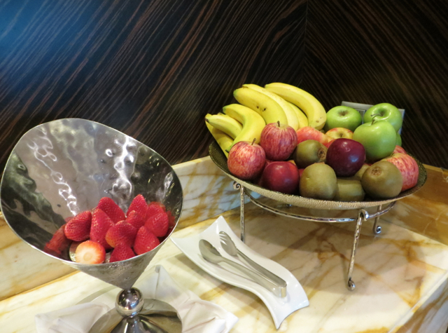 Singapore Airlines Private Room Lounge Review - Fresh Fruit