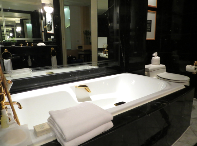 Review: Grand Hyatt Hong Kong Club Harbour View Bathroom Bathtub