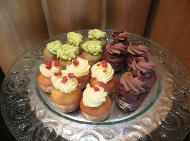 Review-Grand Club Lounge, Grand Hyatt Hong Kong - Mini Cupcakes