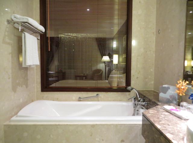 Review: Novotel Bangkok Suvarnabhumi Airport Hotel - Bathtub