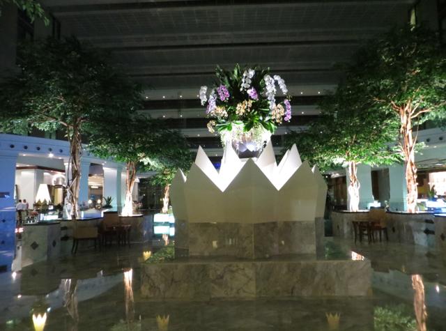 Review: Novotel Bangkok Suvarnabhumi Airport - Lobby at Night