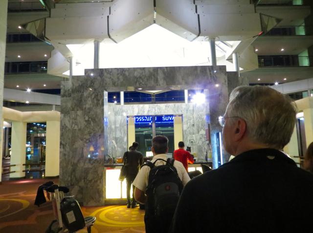 Review: Novotel Bangkok Suvarnabhumi Airport-Waiting to Check-in