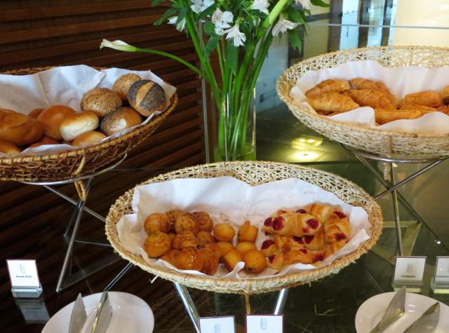 Novotel Bangkok Airport Hotel Executive Lounge Breakfast Pastries