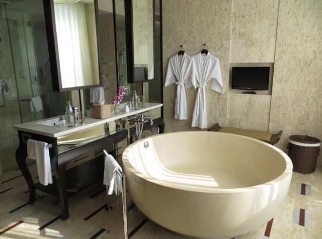 Conrad Koh Samui Review - Villa Bathroom - Soaking Tub