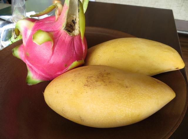 Conrad Koh Samui Review - Welcome Fruit - Mangos and Dragonfruit