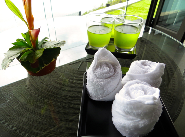 Conrad Koh Samui Review - Welcome Drinks and Cool Towels