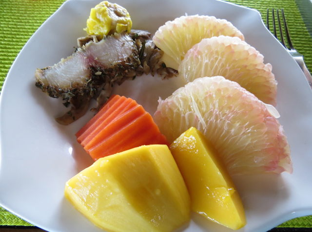 Four Seasons Koh Samui Breakfast Review - Fresh Pomelo and Mango
