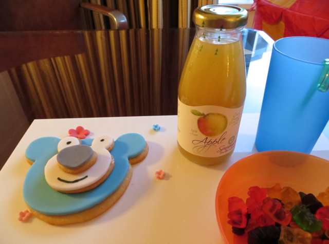 Four Seasons Singapore Review - Kids' Welcome Cookie and Juice