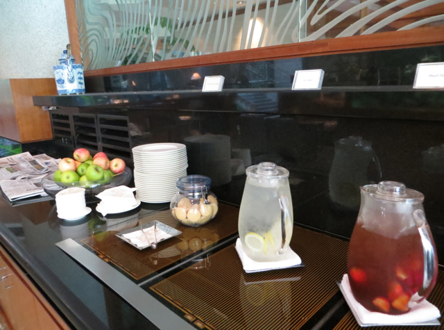 Four Seasons Singapore Review - Lounge Refreshments