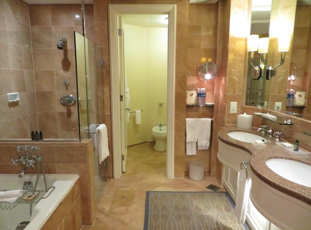 Four Seasons Singapore Review - Premier Bathroom