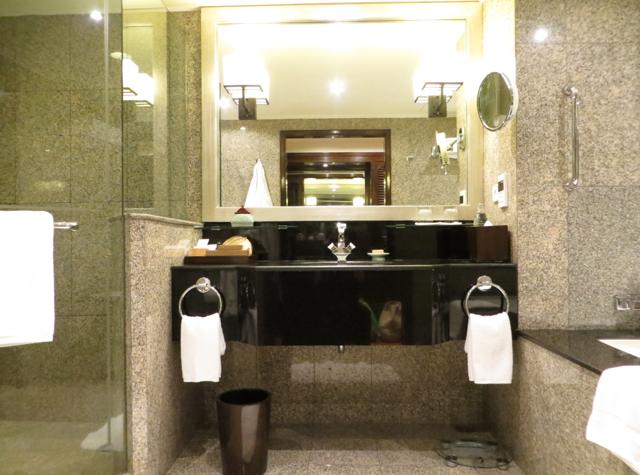Four Seasons Bangkok Review - Executive Club Bathroom