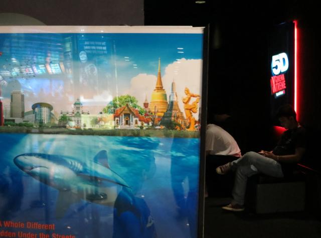 Siam Ocean World Bangkok Aquarium 5D Movie Experience