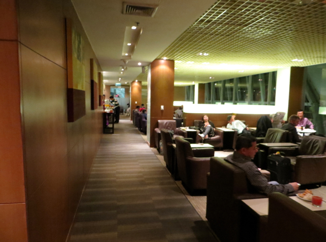 Thai Airways Royal Orchid Lounge Bangkok - Seating