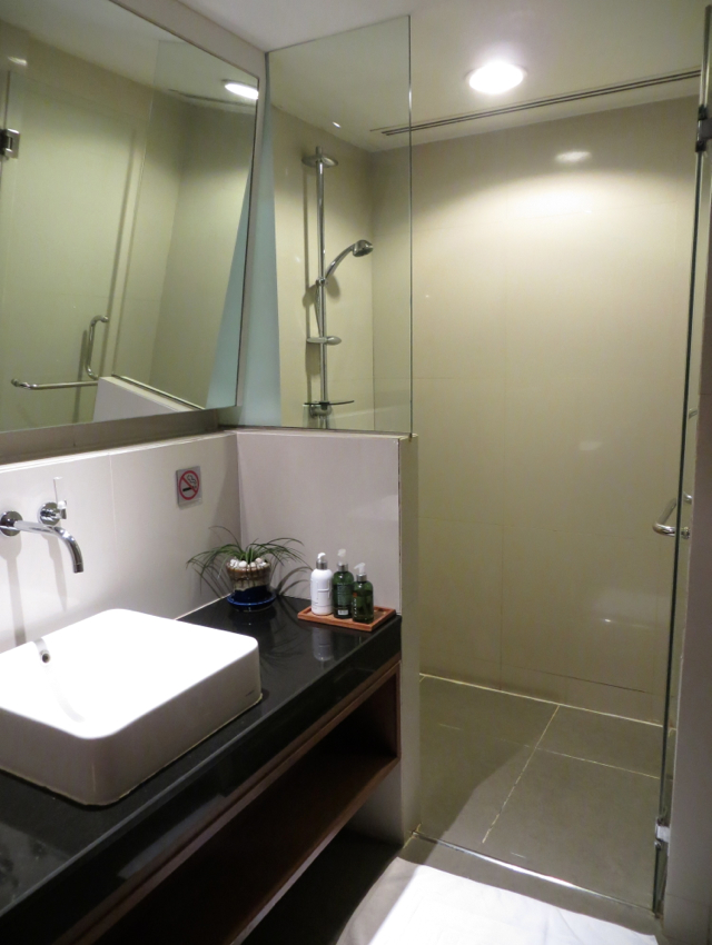 Shower Room, Thai Royal Orchid Lounge, Bangkok Airport