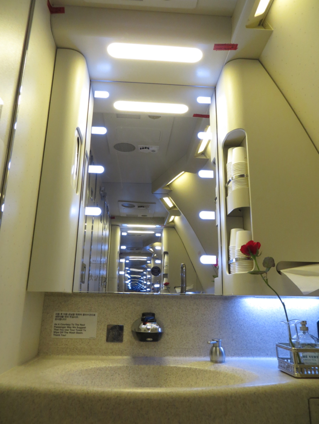 Asiana First Class Suite Review - Bathroom