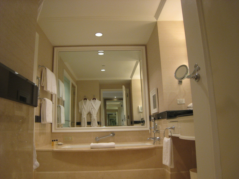 The Peninsula New York Review - Grand Luxe Bathroom Soaking Tub